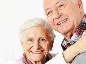 glüchliches Senioren Ehepaar